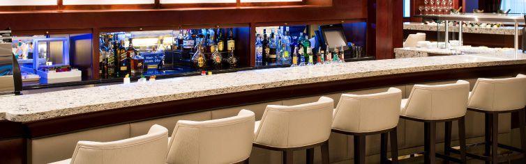 Bar du bateau de croisière Azamara Quest