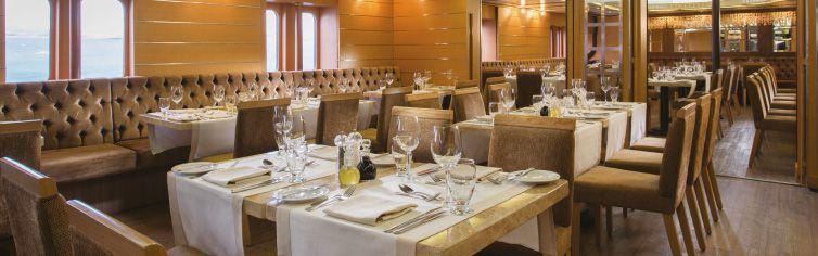Restaurant du bateau de croisière Silver Galapagos