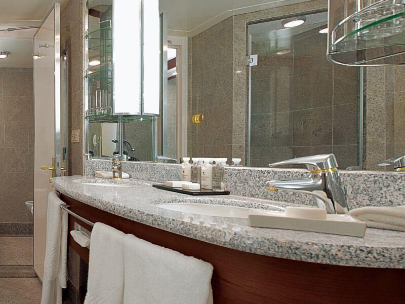 Salle de bain de la suite Royale du bateau de croisière Silver Whisper