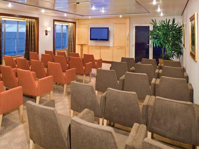 Salle de conférence du bateau de croisière Seven Seas Mariner