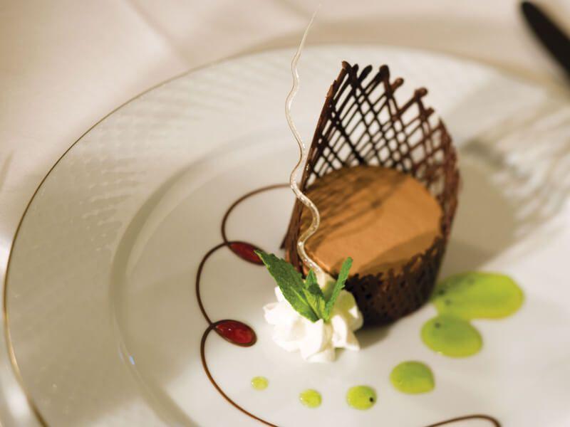 Dessert gastronomique à base de chocolat à déguster du bateau de croisière Seven Seas Explorer