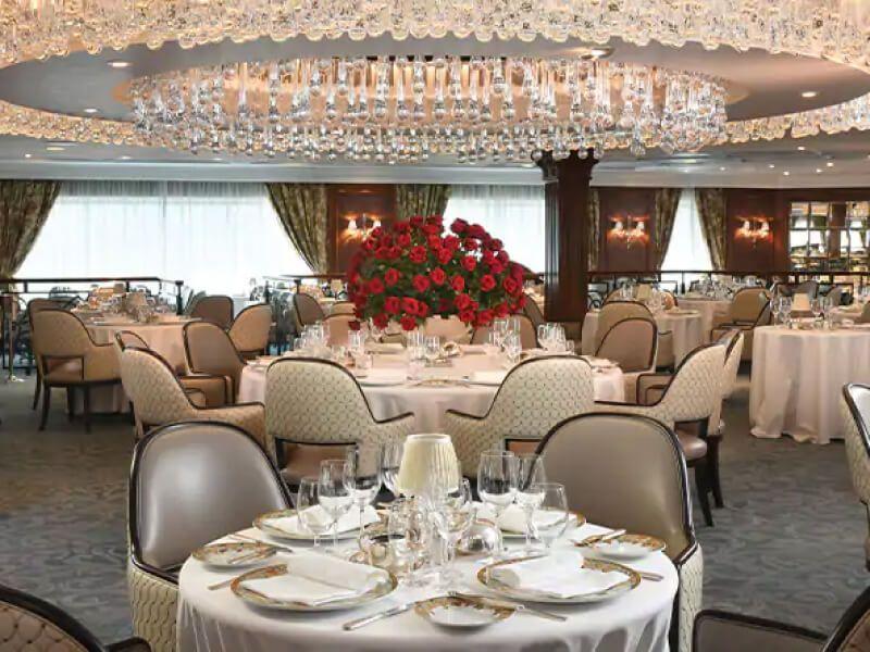 Restaurant du bateau de croisière Regatta
