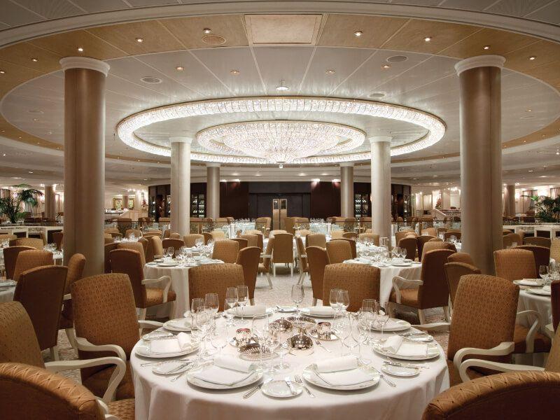 Restaurant du bateau de croisière Riviera