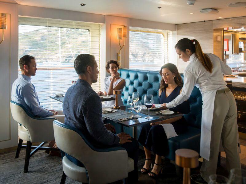 Restaurant du bateau de croisière Crystal Esprit