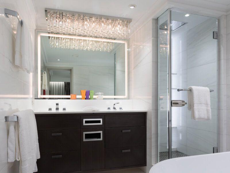 Salle de bain du bateau de croisière Crystal Esprit