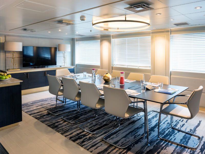 Salle de conférence du bateau de croisière Crystal Esprit