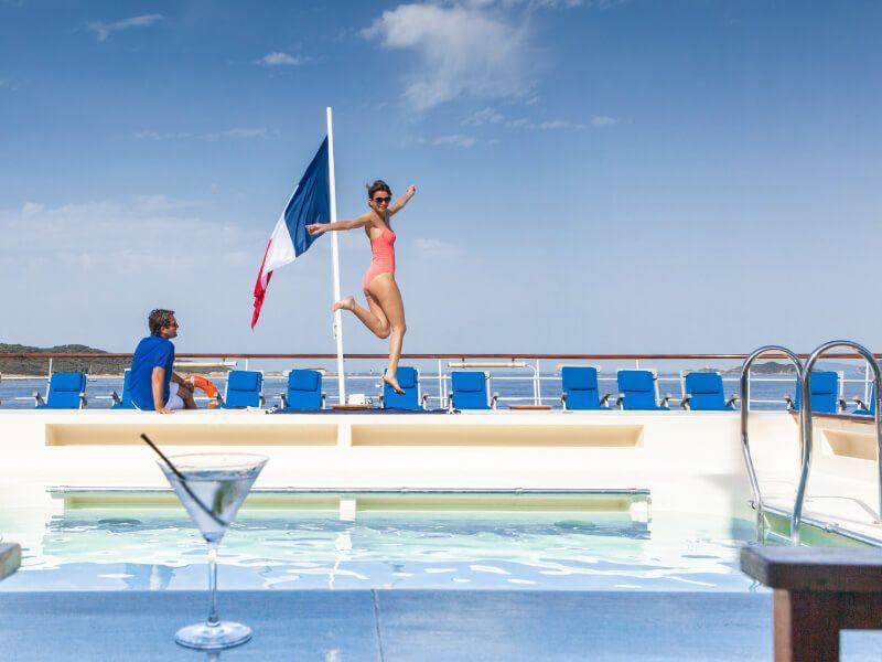 Vue de la piscine du bateau de croisière Club Med 2