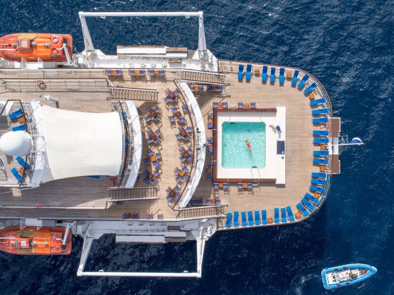 Vue aérienne de la piscine du bateau de croisière Club Med 2