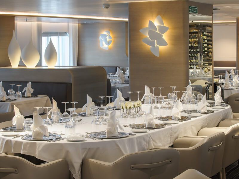 Photo du restaurant du bateau de croisière Le Soléal
